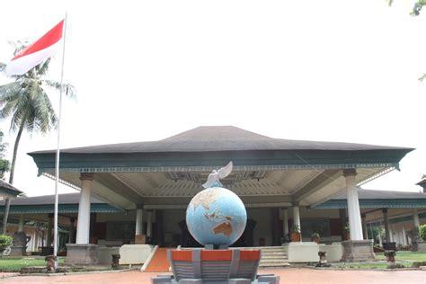 melihat miniatur indonesia  taman mini indonesia indah