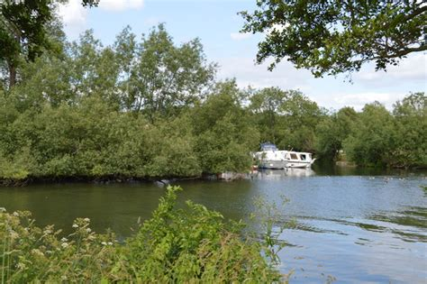 thames river islet island in the river thames 169 n chadwick geograph
