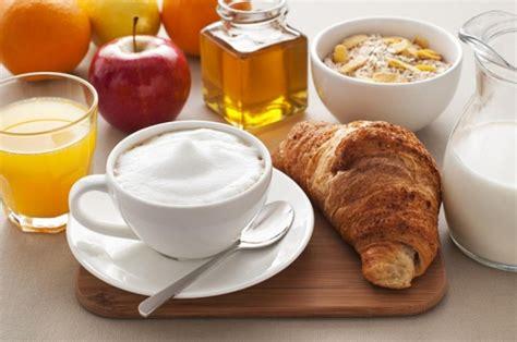 wohnzimmermöbel cappuccino buongiorno colazione cappuccino immagini buongiorno