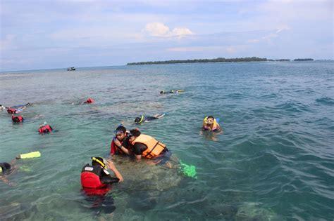 Snorkling Anak berenang dan snorkeling di pulau putri news from