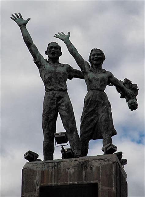 patung artistik dan historikal di ibukota story of the daily