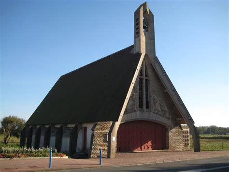 contemporary churches