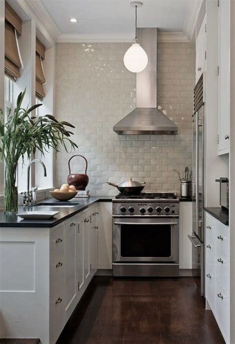 apartment galley kitchen ideas 25 best ideas about small galley kitchens on pinterest