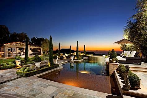 luxury backyard landscaping luxury backyard luxury pools