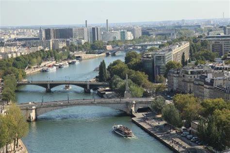 la seine boat trip paris france paris la seine quai saint michel pont de la tournelle