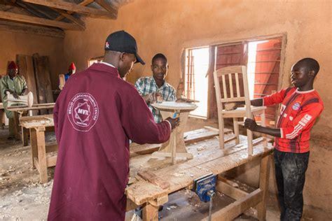 was macht als tischler tansania projekt was macht grace eigentlich jetzt