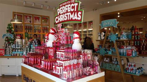 Bathtub Store L Brands Plans To Invest More In Bath Works White