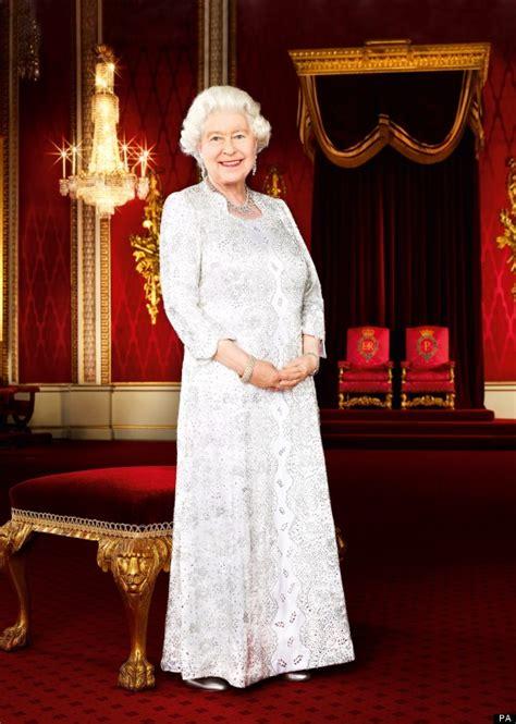 Elizabeth Wardrobe by S Wardrobe Secrets Revealed In New Book Dressing