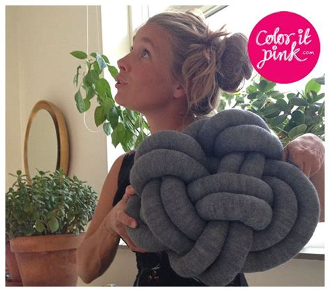 diy knot pillow knot pillow from knitted tube diy pinterest knit