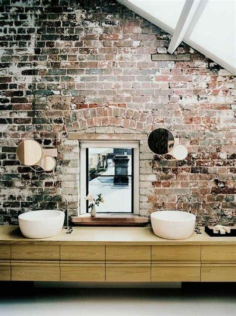 spiegel dachschräge wandgestaltung im bad 25 ideen mit backstein