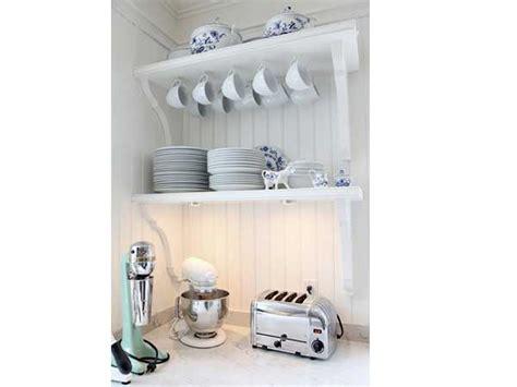 Charmant Peindre Un Meuble De Cuisine #7: rangement-cuisine-retro-avec-deux-etageres-murales.jpg