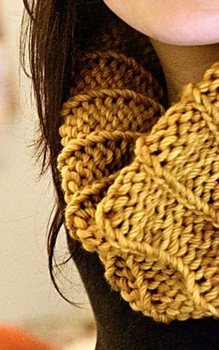 complicated knitting patterns 17 best images about chunky cowls on
