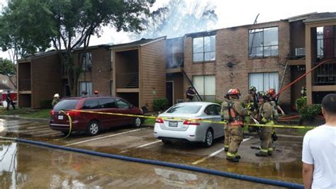 Apartment In West Houston Firefighters Battle 2 Alarm Apartment In West Houston