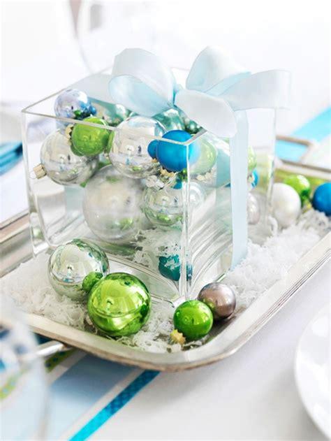 weihnachtsdeko tischdeko weihnachtsdeko ideen mit farbigen zierornamenten 11