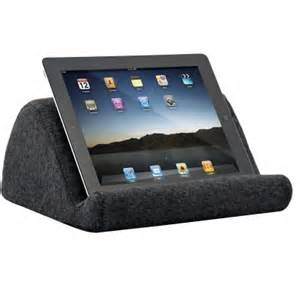 how to use the ipad in bed top 7 stands the rolling bedside ipad stand hammacher schlemmer