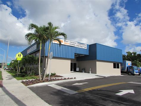 boat owners warehouse bow expands in ft lauderdale the triton