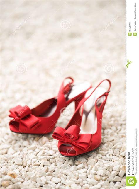 hochzeit rote schuhe rote hochzeitsschuhe lizenzfreie stockfotografie bild