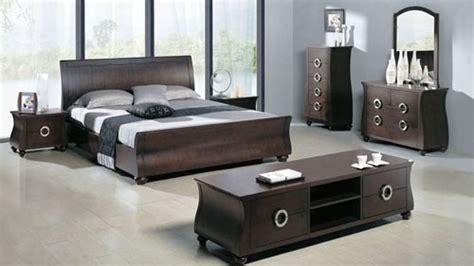 cuban men in bed افكار اثاث غرف نوم مودرن حديثة وعصرية