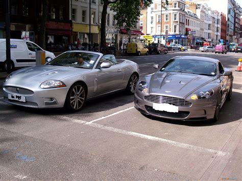 Jaguar Aston Martin by Auto Aston Martin Dbs Jaguar Xkr Cabrio Foto