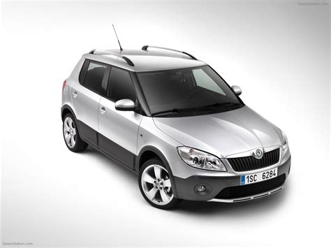 skoda fabia scout 2011 car pictures 06 of 16