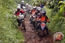 Baju Kaos Kawasaki Klx 250 solata motor trail touring akan menjadi pembuka acara