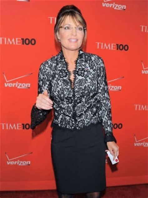 fashion faceoff sarah palin borrows bristol palin s dress fashion face off michele bachmann vs sarah palin the