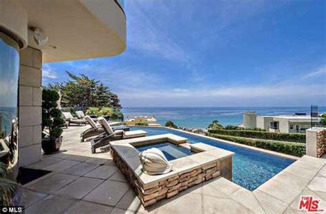 million dollar homes in malibu adele puts offer on 163 5 2million oceanfront mansion in