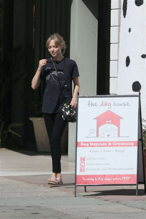 dog house daycare amanda seyfried in spandex at the dog house for daycare 07 gotceleb