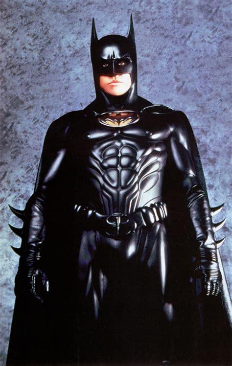 val kilmer batman see michael keaton s hypothetical batman forever costume