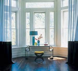 bay window soothing blues featured in elle decor flickr bay and bow window treatment ideas