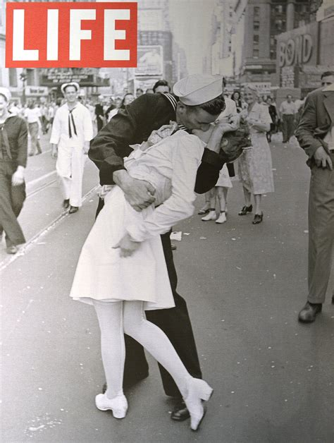Sailors Soldiers Photoshoot by Sailor In Wwii Magazine Cover Photo Dies