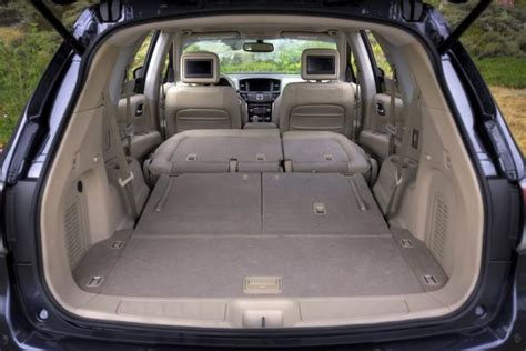 nissan pathfinder   infiniti qx whats  difference autotrader