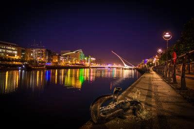photographs of dublin city at night