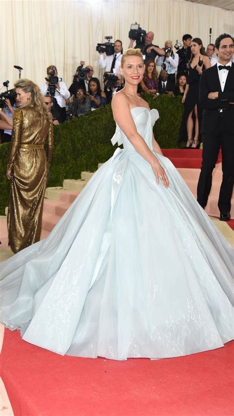 claire danes red carpet marchesa zac posen and claire danes light up the met gala