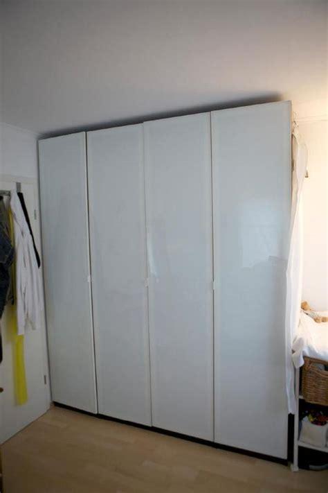 weißer kleiderschrank schiebetüren leiner schlafzimmer betten
