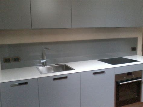 schienale cucina schienale cucina in vetro cucina con penisola e schienale