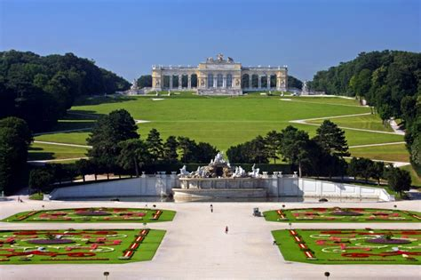 schã nbrunn schoenbrunn palace vienna tourist attractions