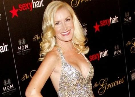 angela kinsey says her love life is 'like dating in the