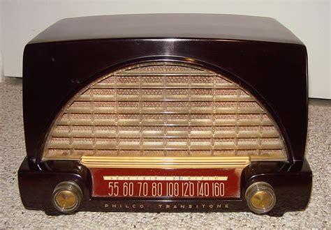 Small Desk Radio Small Bakelite Table Radio With A 1950 S Automobile Theme Philco