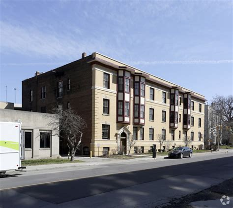 Apartment Leasing Indianapolis Colonial Apartments Rentals Indianapolis In