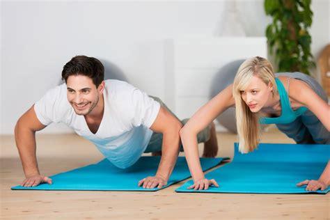 fitness übungen zuhause fitness f 252 r zuhause welche ger 228 te eignen sich wof 252 r