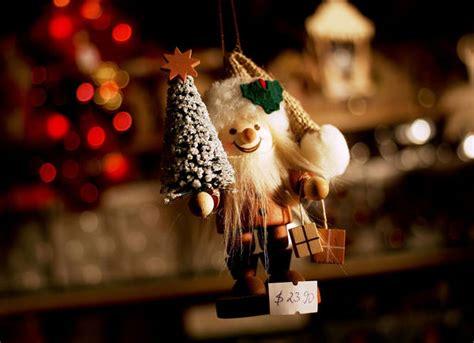 christmas market photography   tamron lens ephotozine