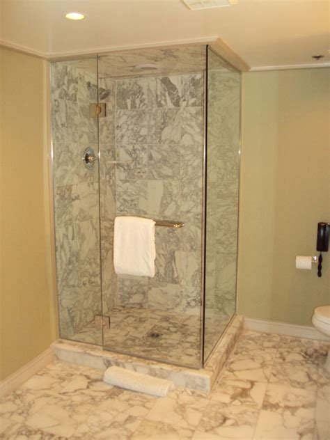 Master Bathroom Floor Plans With Walk In Shower by Stone Shower Walls An Instant Trick To Transform A Flat