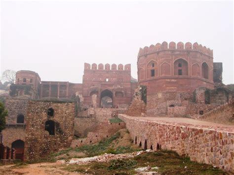 visit  royal palaces   fatehpur sikri fort
