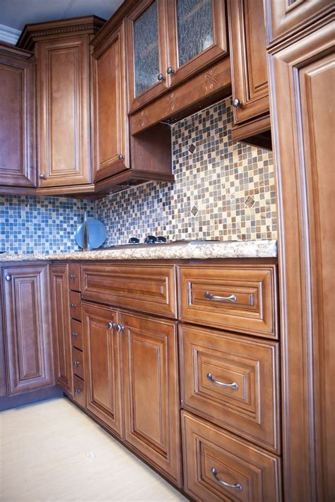 kitchen cabinet glaze kitchen cabinet glaze charleston cherry saddle and
