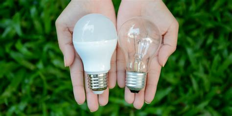 Leds Vs Incandescent Lights The Lightbulb Co Led Light Bulb Vs Incandescent