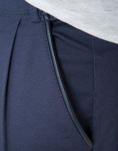Bershka Kemeja originelle details der raffinierte zweifarbige kragen mit