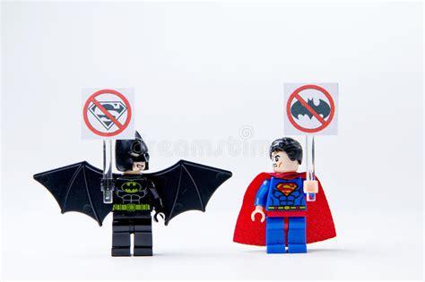 Mainan Figurin Superman Batman Worlds Finest Figure Isi 2 81507 lego minifigure batman and superman editorial photography image of background mini 74741132