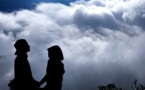 15 potret romantis pasangan pendaki yang pamer kemesraan bisa bikin kamu baper terus terusan