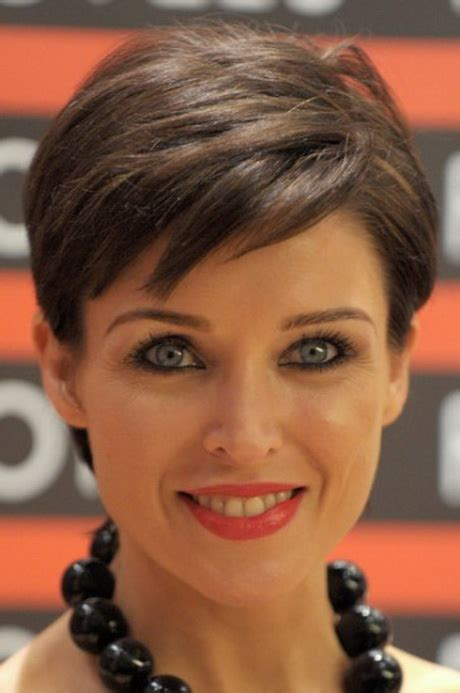 very short hairstyle women round face short hairstyles for round faces older women